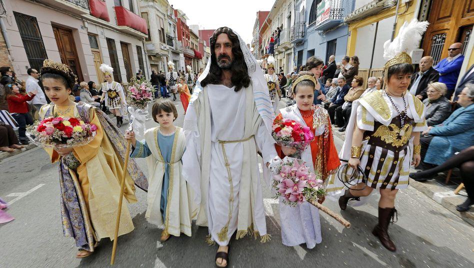 Osterparade in Valencia: Was ist, wenn der Kapitalismus sein Versprechen nicht einlöst?