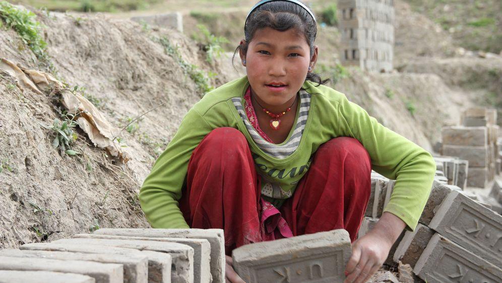 """Erdbeben in Nepal: """"Wir wissen nicht, was uns zu Hause erwartet"""""""
