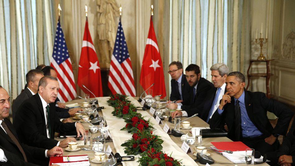 """Präsident Obama mit Erdogan in Paris: """"Wir haben einen gemeinsamen Feind"""""""