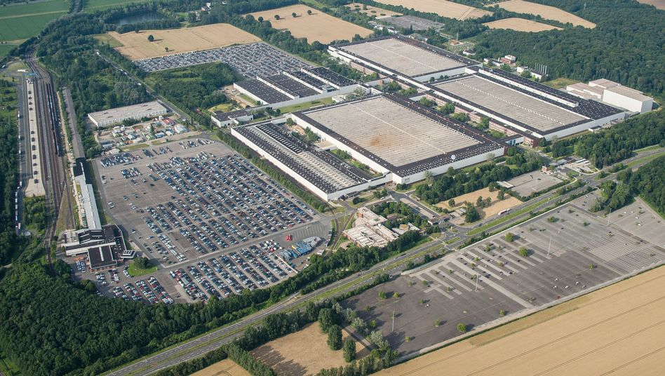 Volkswagen startet in seinem Werk in Salzgitter mit der Fertigung von Batteriezellen für E-Autos (Archivbild)