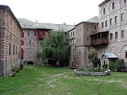 Abgeschiedene Idylle: Innenhof des Klosters Xeropotamou