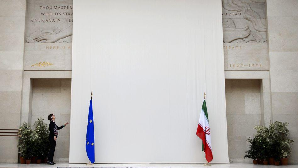 Uno-Quartier in Genf: Vorhang vor Kunstwerk mit Nacktem