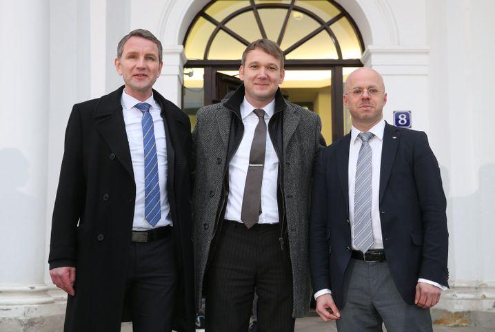"""Damals noch vereint: AfD-Politiker und """"Flügel""""-Vertreter Höcke, Poggenburg und Kalbitz im Frühjahr 2016"""
