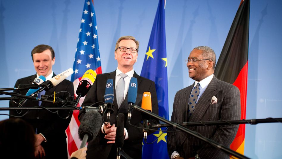Guido Westerwelle, center, speaks at the foreign ministry with US Senator Chris Murphy, left, and Representative Gregory Meeks.