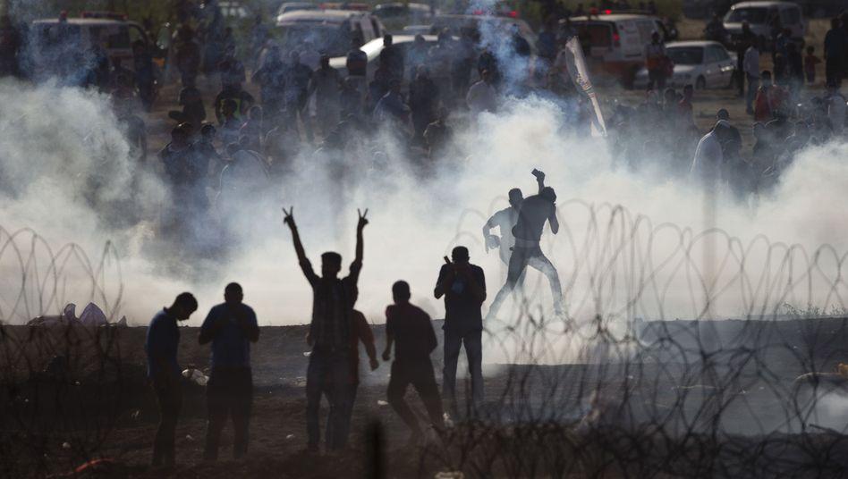 Israel geht am Gazastreifen mit Tränengas gegen Palästinenser vor
