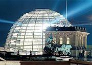 Reichstagskuppel und Quadriga am Brandenburger Tor: Berlin hat sich schön gemacht, und die Besucher danken es