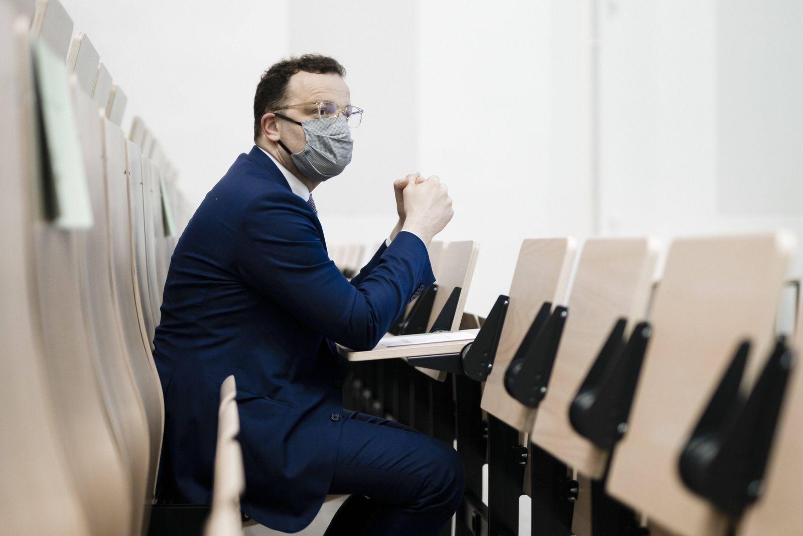 Bundesgesundheitsminister Jens Spahn (CDU) besucht das Universitaetsklinikum des Saarlandes in Homburg am 08.05.2020. H