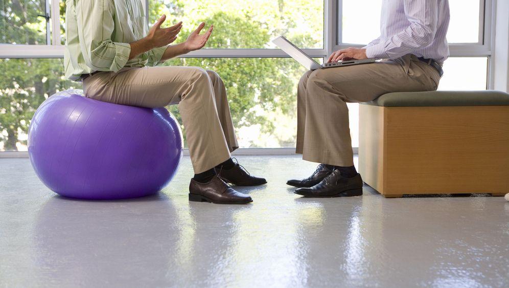 Sitzbälle: Alles, nur nicht rückenschmeichelnd