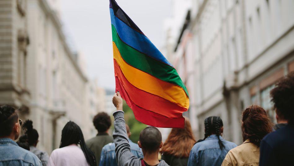 Eine Regenbogenflagge macht noch kein diverses Unternehmen (Symbolbild)