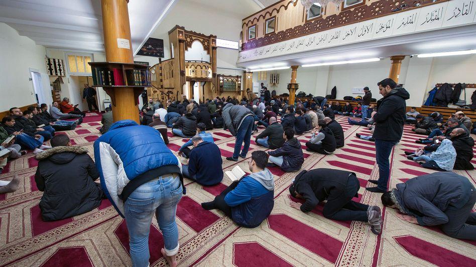 Freitagsgebet in der Dar Assalam Moschee in Berlin-Neukölln (2016)