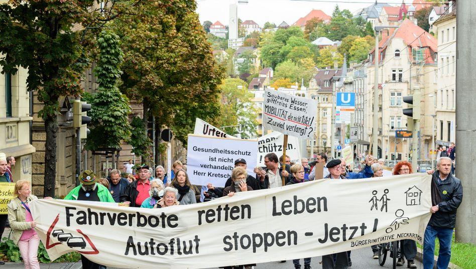 Bürger demonstrieren für Fahrverbote