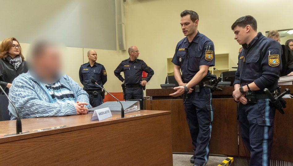 Angeklagter W. vor Gericht (Archiv): Höchststrafe