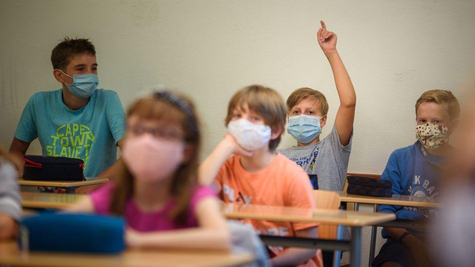 Maskenpflicht im Unterricht: In Bayern könnte sie auch Grundschüler treffen (Symbolbild)