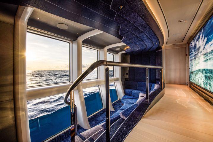 "Glasiger Blick auf der ""Elandess"": Meereskino an Bord"