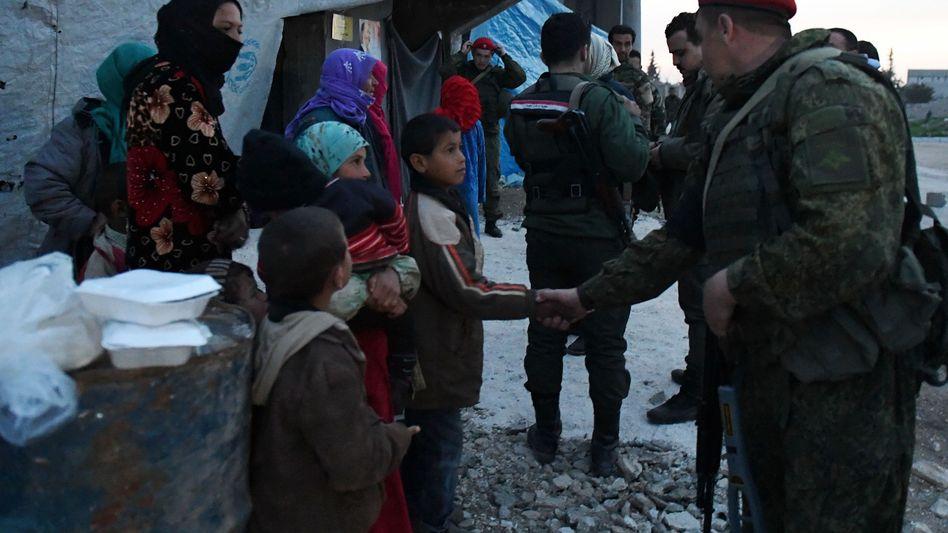 Russische und syrische Soldaten in Abu al-Duhur in Syrien (März 2018)