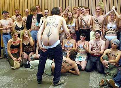 """Berliner Studenten beim Protest gegen Etatkürzungen des Senats (2003): """"Es hängt nicht alles am Geld"""""""