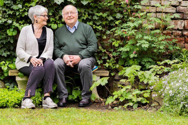 Marita und Norbert Blüm im April 2019 in ihrem Bonner Garten