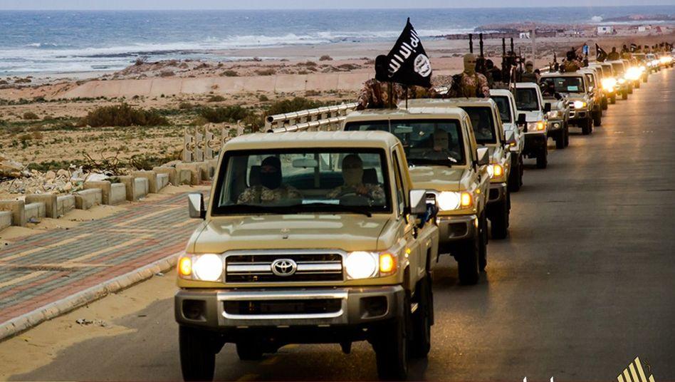 IS-Konvoi in Sirte (Archivbild): Rücksichtsloser Kampf gegen Gegner