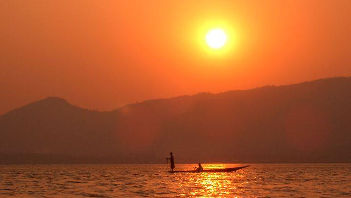 Burma: Ruderkünstler im Wickelrock
