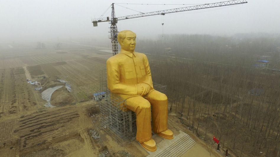 Mao-Statue im Osten Chinas: 36 Meter hoch und goldglänzend