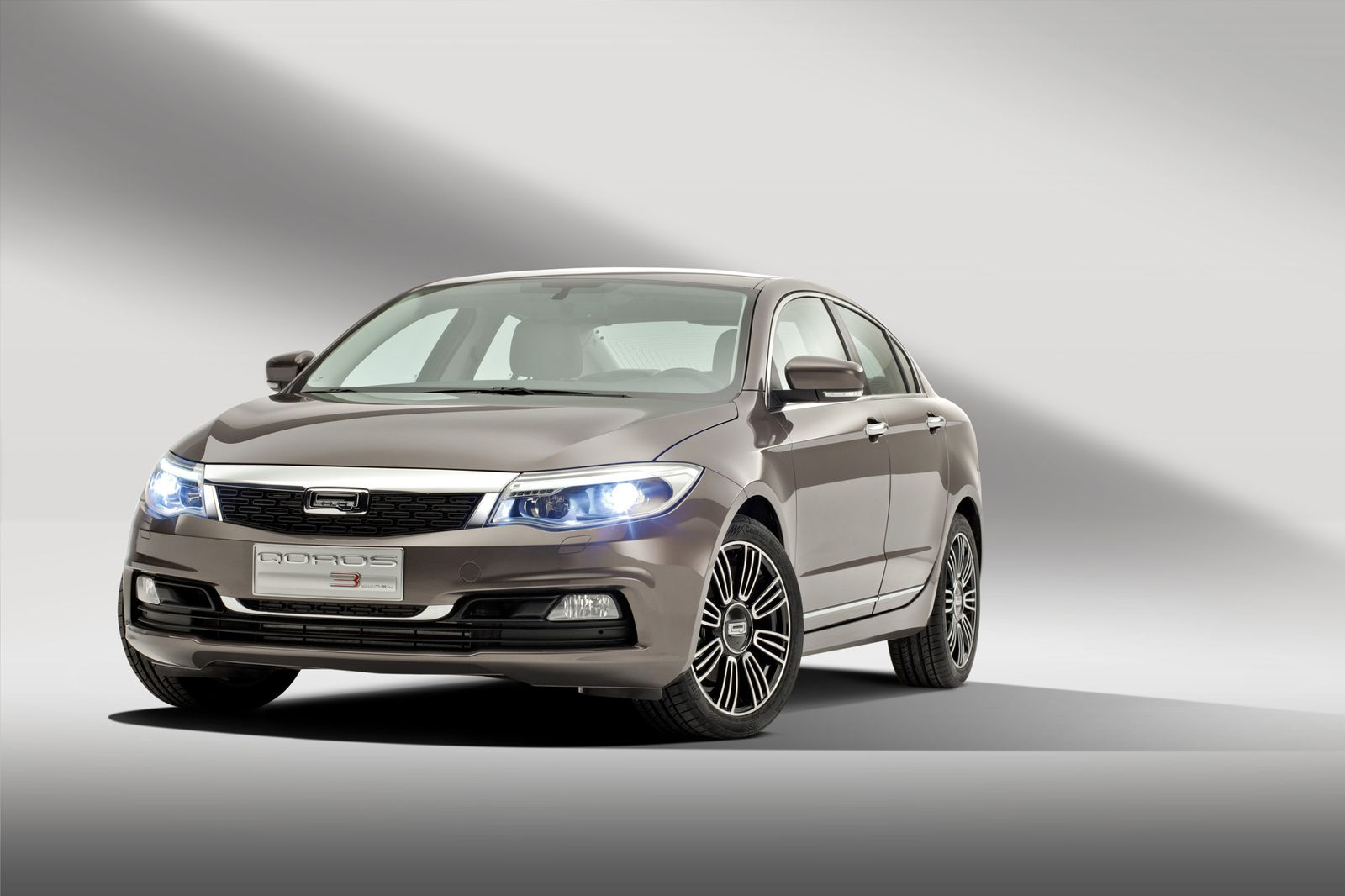 Genf / 2013 / Qorso 3 Sedan