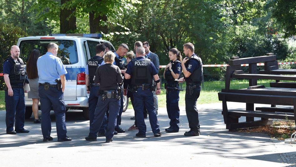 Polizisten am Tatort in Berlin-Moabit: