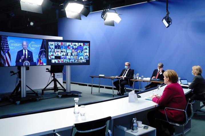 Angela Merkel spricht von Berlin aus auf dem virtuellen Gipfel von US-Präsident Joe Biden