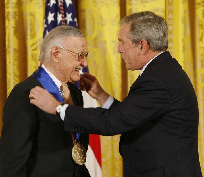 US-Präsident George W. Bush ehrte Lee 2008 mit der National Medal of Arts