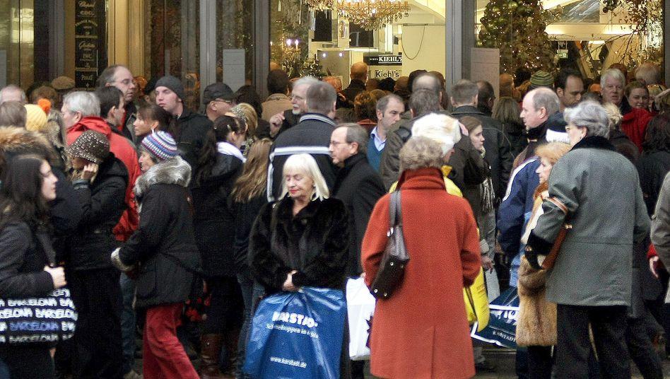 Shopper in Berlin (Archivbild): Deutschland im Kaufrausch