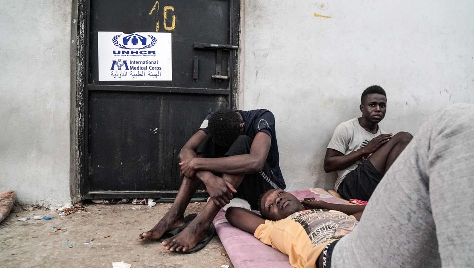 Illegale Flüchtlinge in einem libyschen Lager