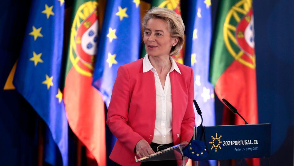 EU-Kommissionspräsidentin Ursula von der Leyen auf dem EU-Gipfel in Porto