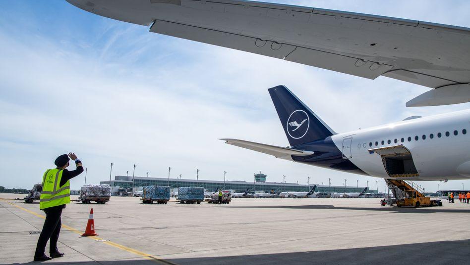 Geparkte Lufthansa-Maschinen am Flughafen München