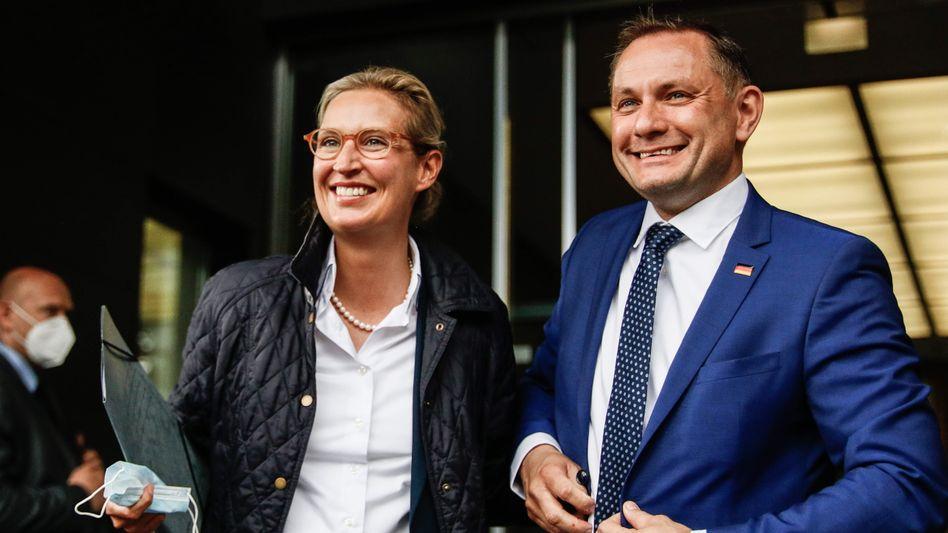 AfD-Spitzenduo Alice Weidel und Tino Chrupalla am 25. Mai vor dem Gebäude der Bundespressekonferenz