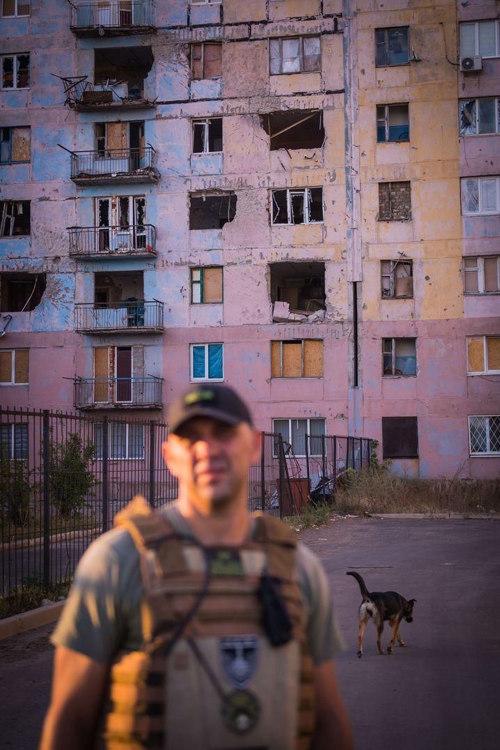 Ukrainischer Polizist an der Front in Awdijiwka