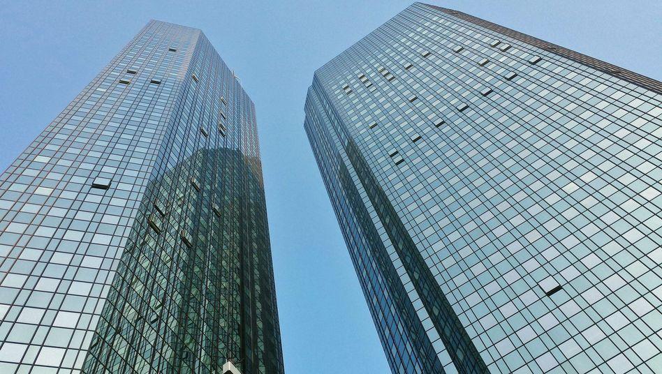 Deutsche-Bank-Zentrale in Frankfurt: Durchsuchung der Büroräume