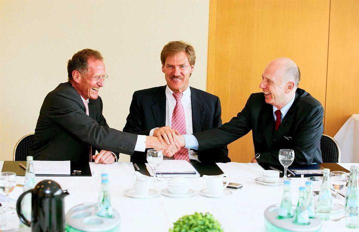 Walter Riester (r.) mit Finanzunternehmer Carsten Maschmeyer (M.) und Rentenexperte Bert Rürup (Aufnahme von 2007)