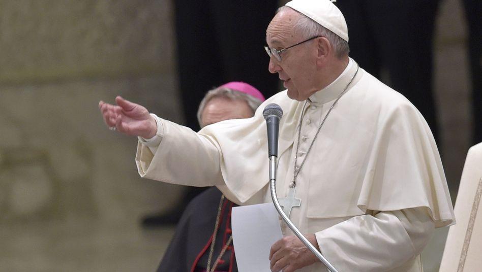 Papst Franziskus bei einer Rede im Vatikan (Archivbild)