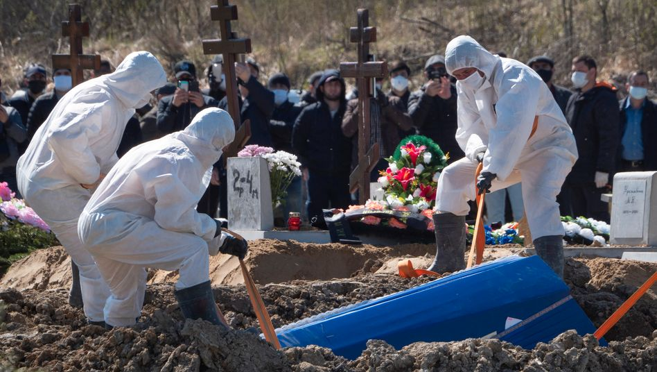 The burial of a COVID-19 patient in Russia