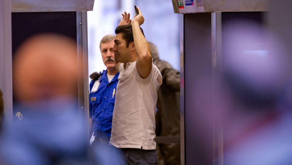 Sicherheitscheck am Flughafen Pittsburgh (Archivbild): Warnung vor Bomben-Implantaten