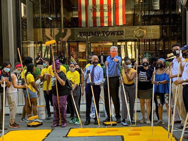 New Yorks Bürgermeister Bill de Blasio (Mitte) mit Black-Lives-Matter-Aktivisten: Provokation am Trump Tower
