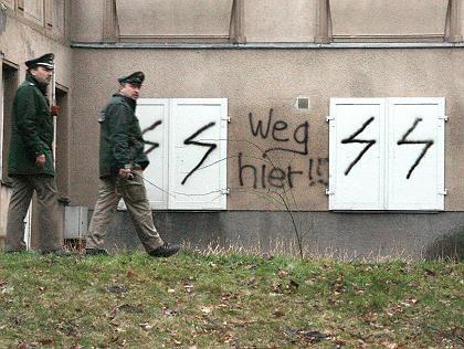 """Polizeibeamte auf dem Gelände des jüdischen Kindergartens: """"Wir tun alles, um das Gebäude zu schützen"""""""