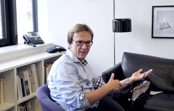 Holger Wormer: Studierte Chemie und Philosophie und arbeitete als Redakteur. Lehrt Wissenschaftsjournalismus an der Uni Dortmund und ist Autor.
