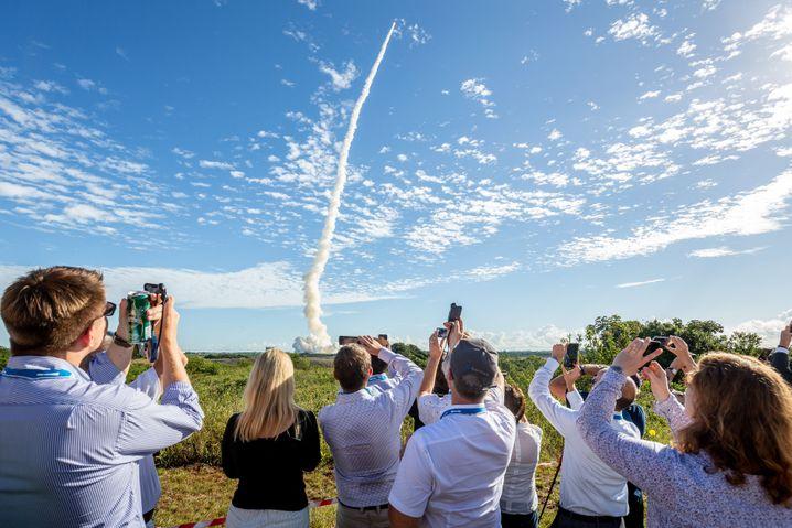 Schaulustige beim Raketenstart