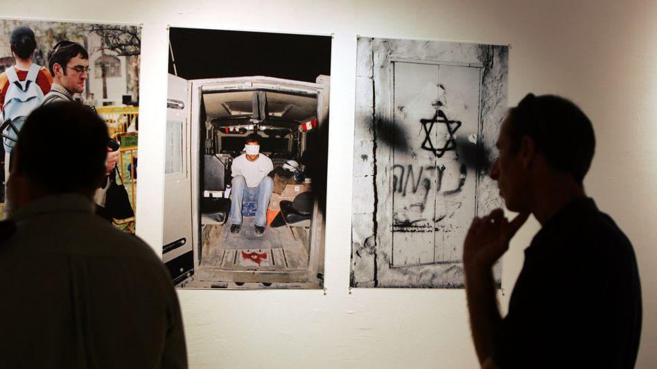 Eine Ausstellung von Breaking the Silence in Tel Aviv