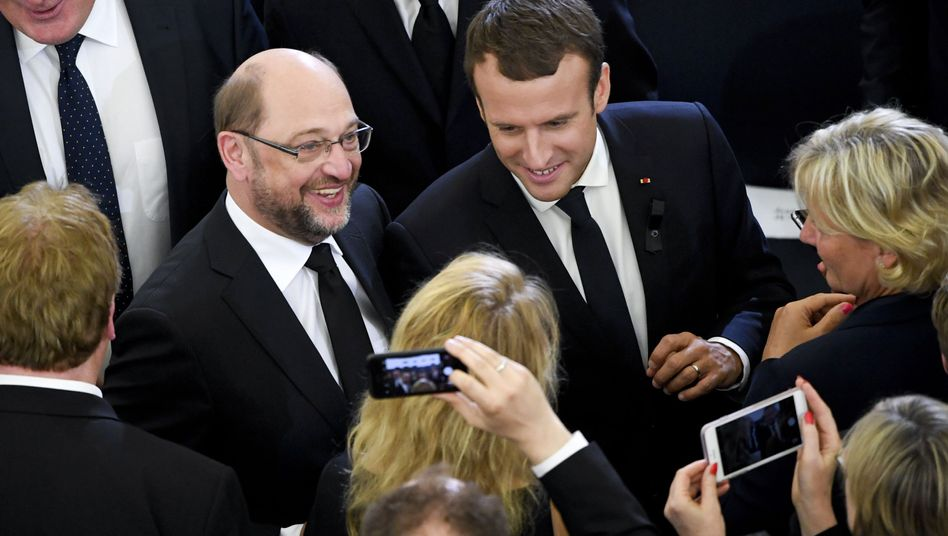 SPD-Kanzlerkandidat Martin Schulz und Frankreichs Präsident Emmanuel Macron bei der Trauerfeier für Helmut Kohl in Straßburg