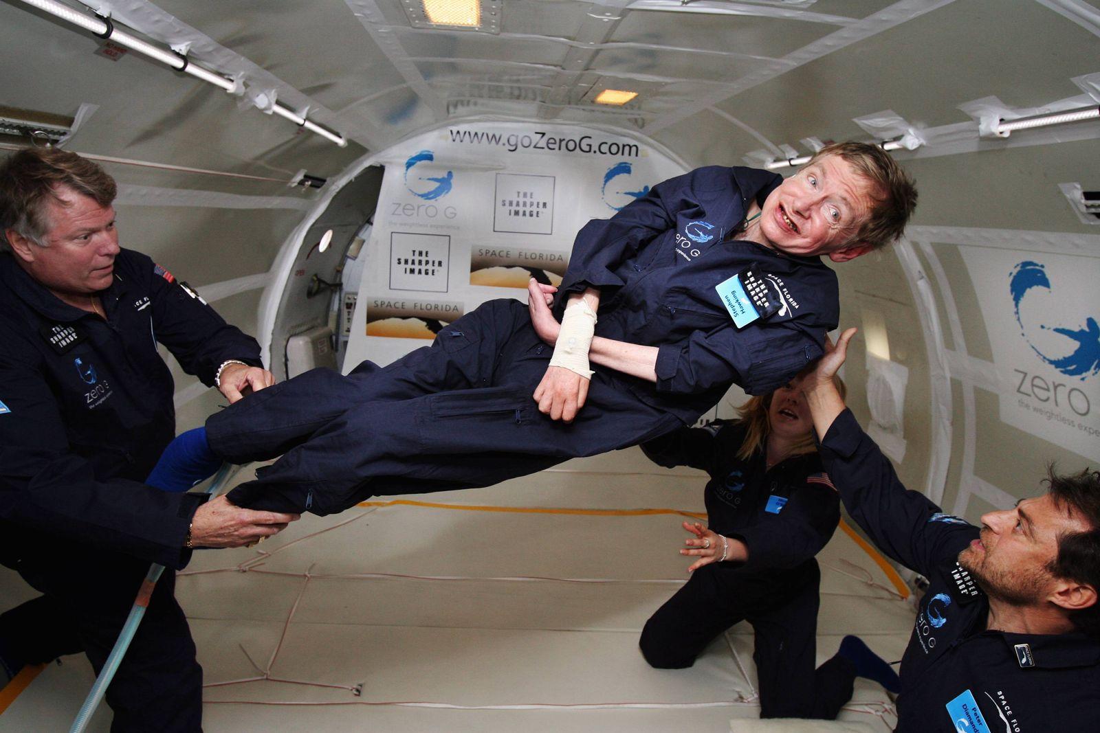 NICHT VERWENDEN Stephen Hawking schwerelos