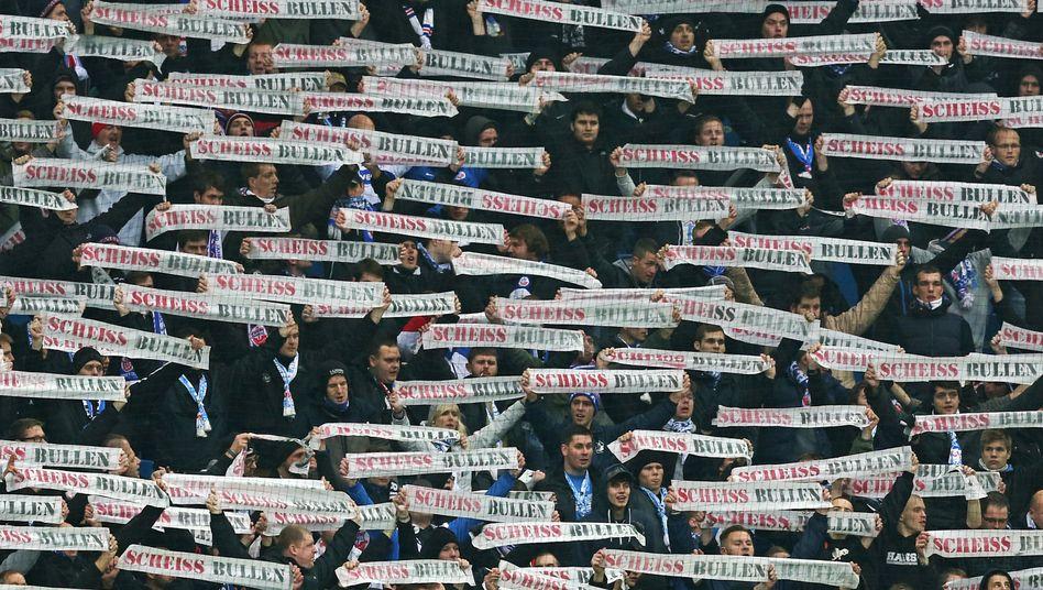 """Rostock-Fans beim Hinspiel: """"Scheiß Bullen"""""""