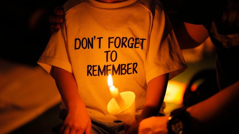 »Vergesst nicht zu erinnern«: Mahnwache für die Opfer des Tiananmen-Massakers in Hongkong am 4. Juni 2019