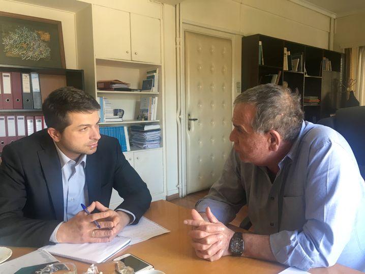 Ioannis Mouzalas (r.) beim Interview mit SPIEGEL ONLINE