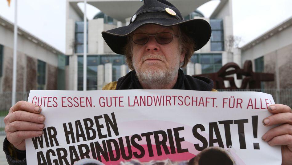Protest gegen US-Genmais in Berlin: Widerstand aus der Zivilgesellschaft und politische Bedenken gefährden das Freihandelsabkommen
